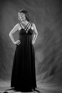 Черно-белый портрет дамы с ледорубом:  Светланы Сюрсиной