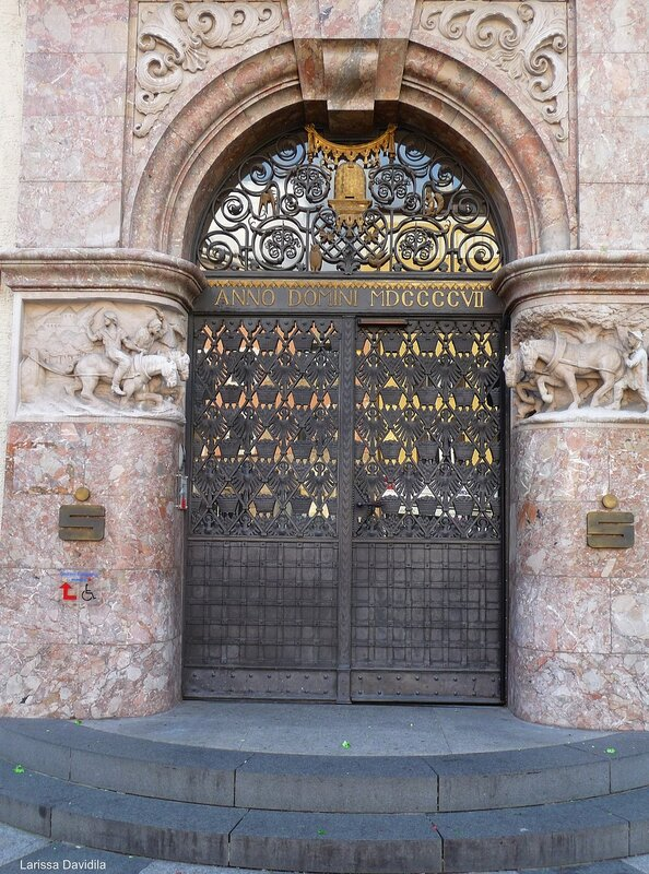 Дверь банка 1877 года.