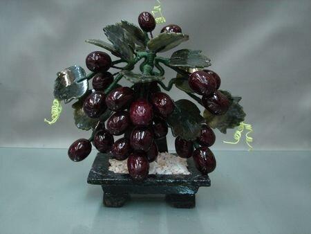А ещё бывают ювелирные виноградные деревья.  Искусственные.  Из камушков, бисера, проволочек и разного прочего.