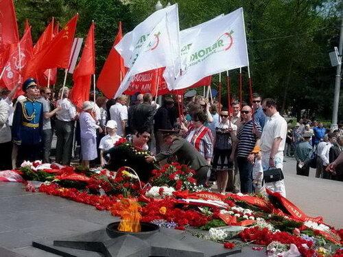 Возложение венков 8 мая