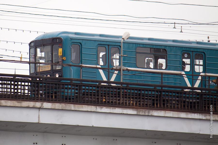 Вагон метро 81-717/714 «номерной» на Нагатинском метромосту