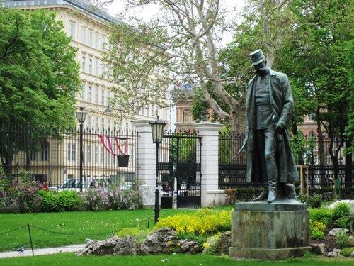 Бурггартен, статуя Франца-Иосифа, 1957