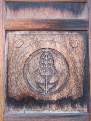Герб на двери 2 в замке Фукуяма