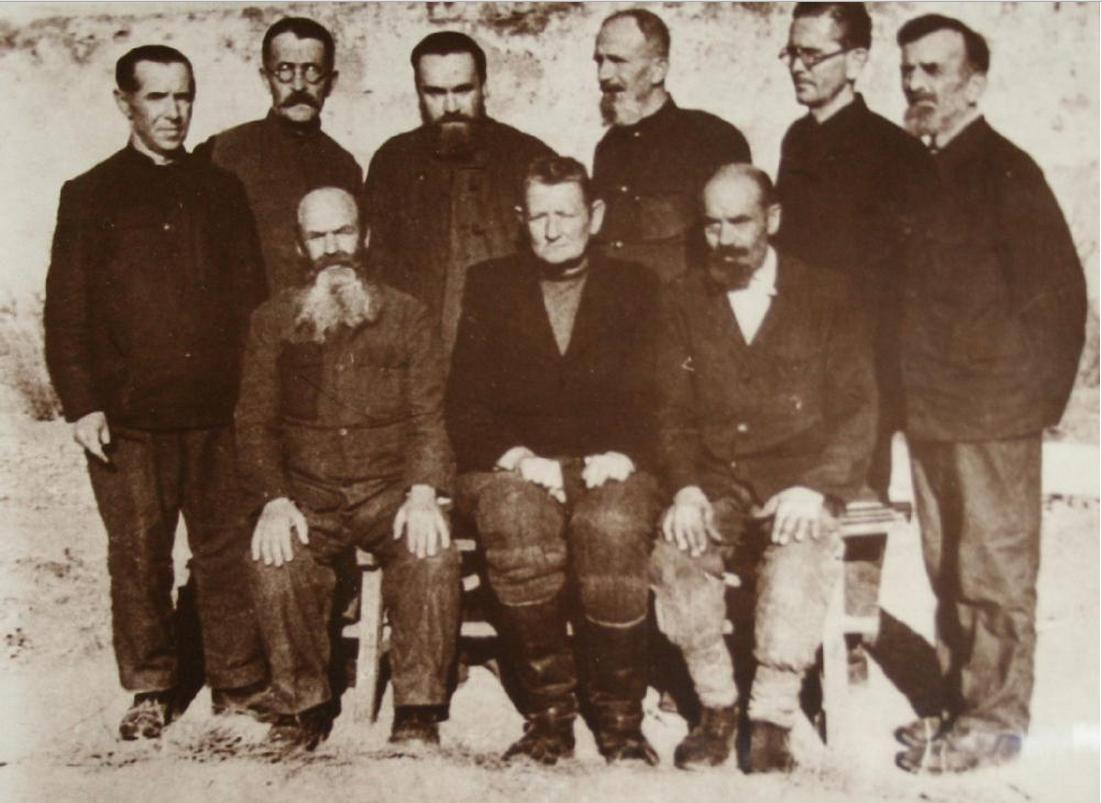 Заключенные священники. Поселок Спасск (Луговой лагерь, Казахстан), 1956.