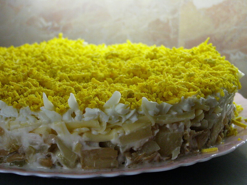 Салат слоями курица с ананасами и грибами рецепт