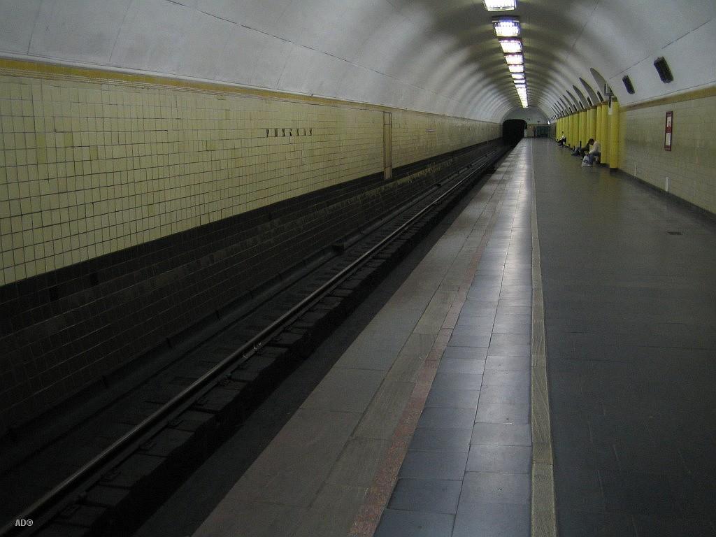 в ожидании последнего поезда