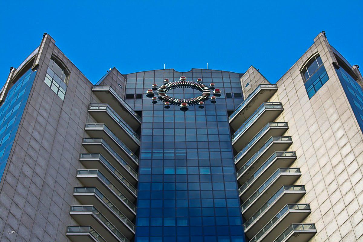 Высотное офисное здание «Башня 2000»