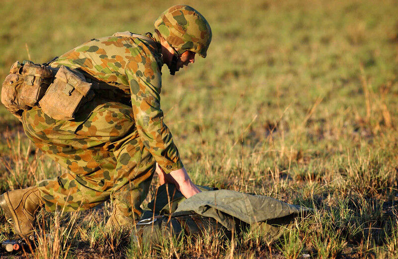 3 RAR PARACHUTE INTO SHOALWATER BAY