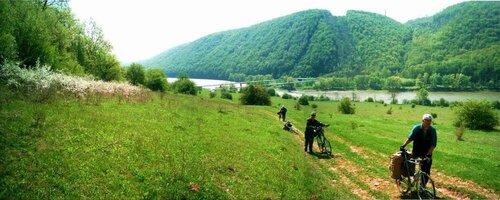 Днестр выше устья Шутроминского ручья. Фото сайта www.shatuny.narod.ru