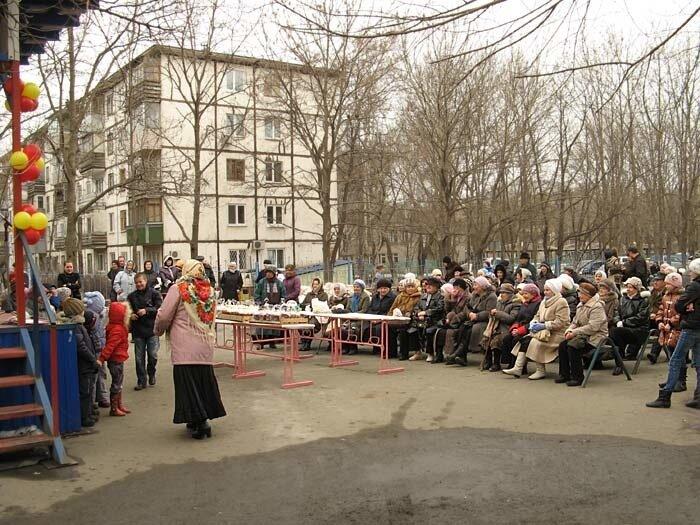 Празднование Пасхи в одном из районов Владивостока (14 ФОТО)
