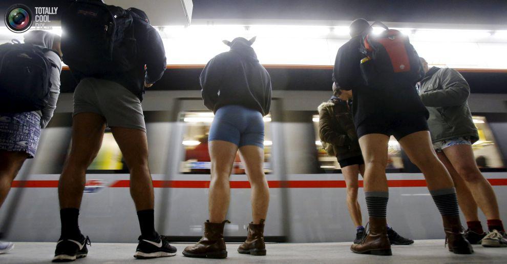 Прикольные фотографии женщин без штанишек 1 фотография