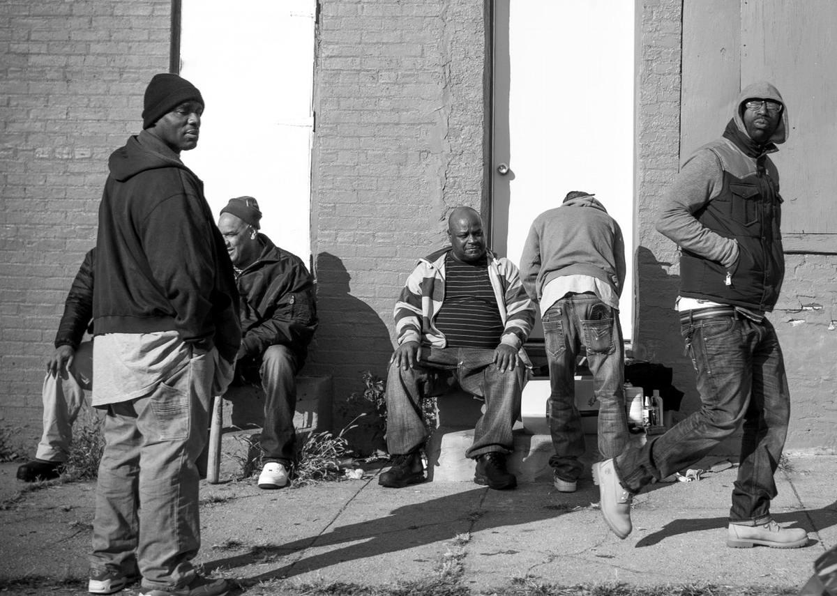 Неулыбчивая Америка: Черно-белая жизнь в бедных кварталах современного Балтимора (35)