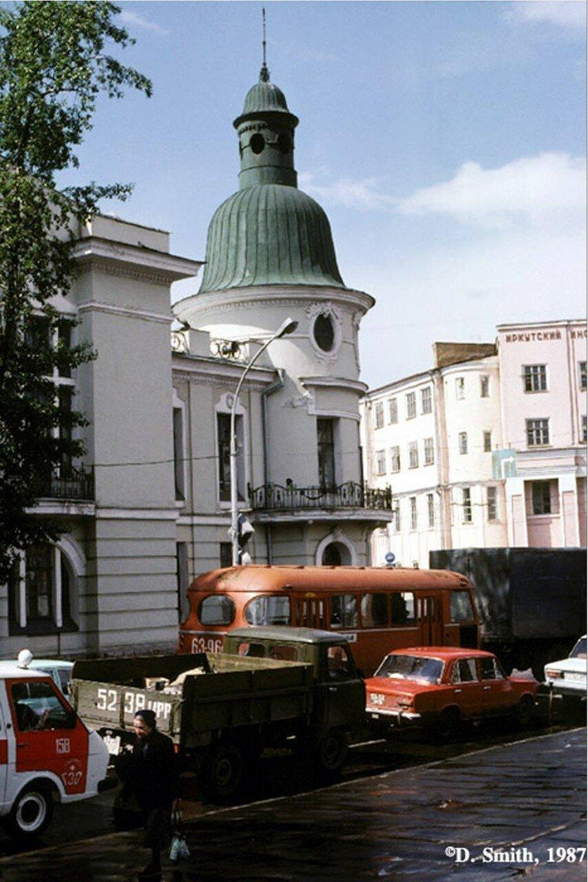 Поликлиника №2 (бывшее здание Русско-Азиатского банка). Угол Карла Маркса и Ленина