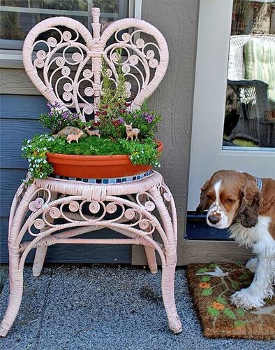 клумба из старого стула своими руками