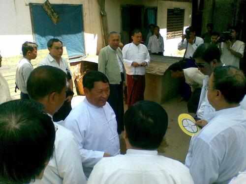 Беседа с гостями и участниками благотворительной церемонии