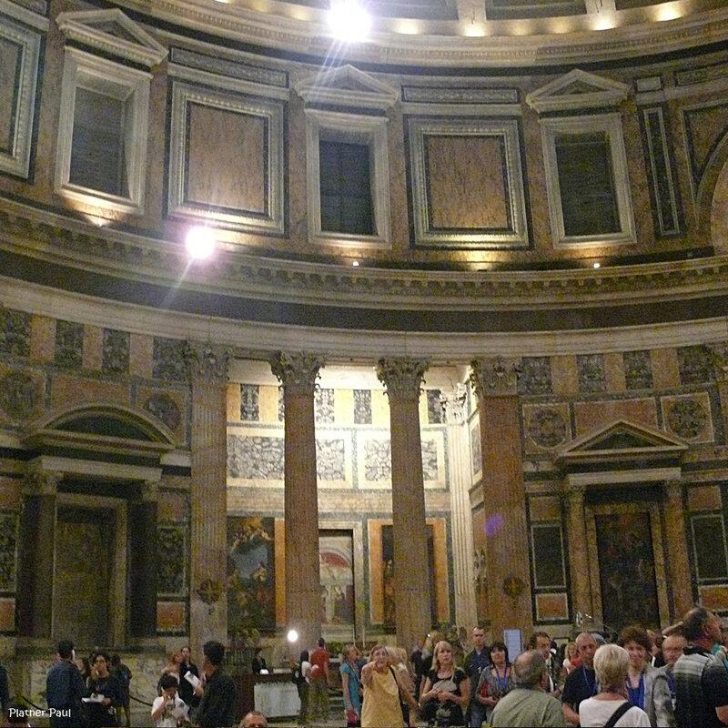 Сегодня Пантеон одна из самых посещаемых достопримечательностей в мире, поражающая своим величием и возрастом - более 19 веков.