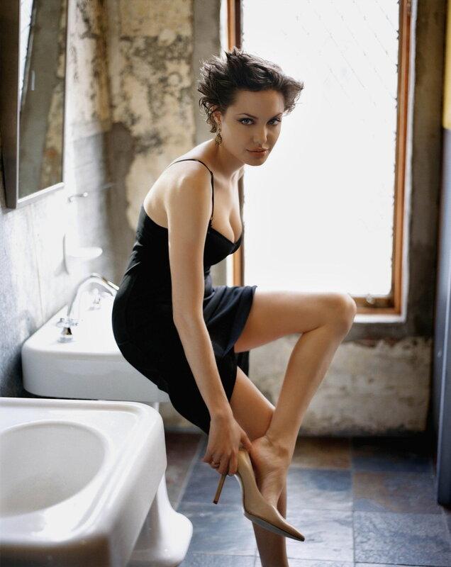 знаменитости.Angelina Jolie