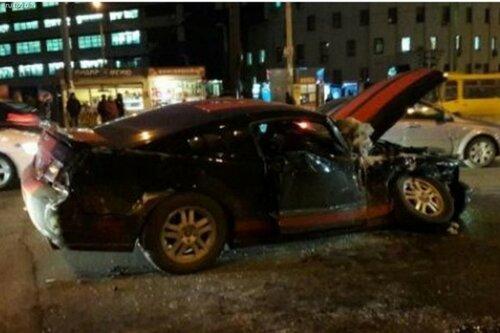 Жуткая авария в Киеве - спорткар протаранил автобус