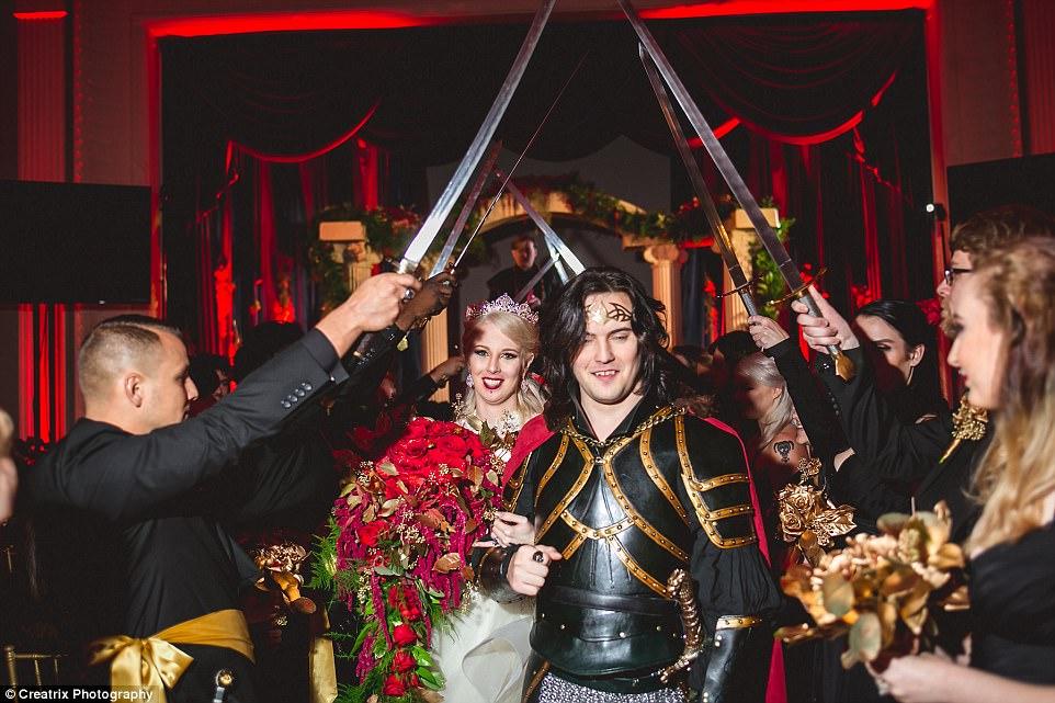 И смерть не разлучит: пара, помешанная на вампирах, устроила свадьбу за 120 тысяч долларов