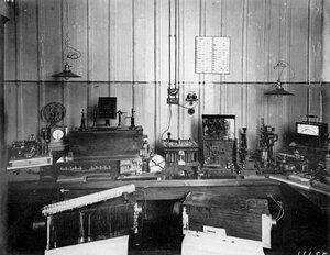 Радиоаппаратура, изготовленная на заводе.