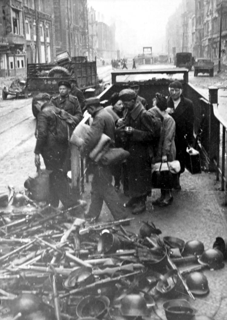 Падение Берлина на фотографиях весны 1945 года (16)