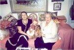 "Асия, Анна Юрьевна Смирнова-Марли и такса Сэнди на ""русском"" диване в доме Анны Юрьевны. 2001 г."