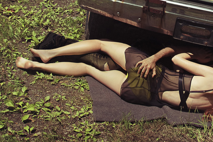 эротика фотомодель фотографы пленэр модели мода fashion story fashion  Захватывающая история лесных приключений