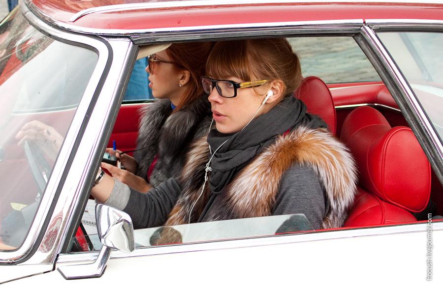 Классические автомобили на Васильевском спуске апрель 2010