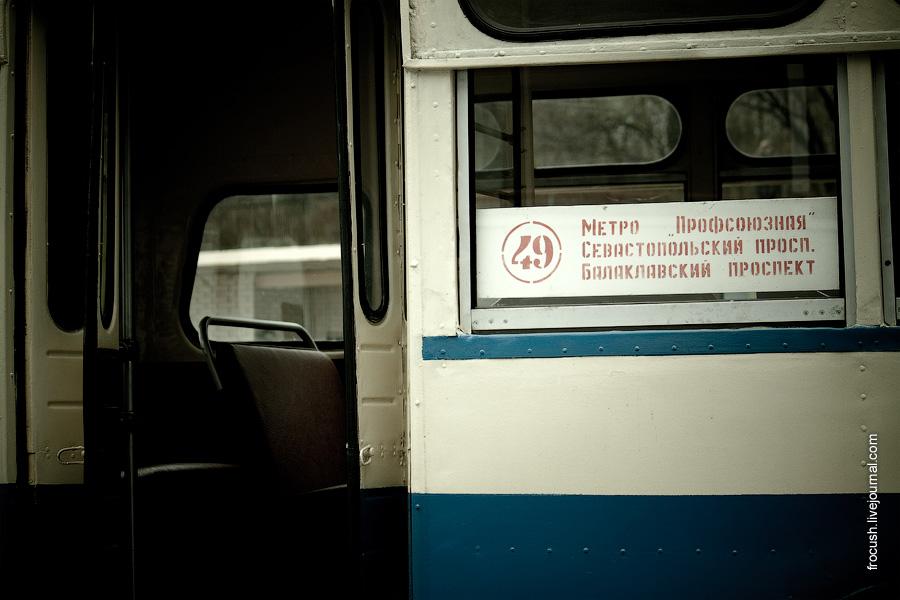 Задняя дверь троллейбуса МТБ-82