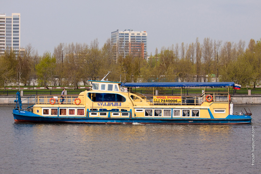 Речной трамвайчик «Сударыня»