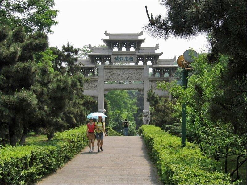 Аллея в парке Хуанхэлоу, Ухань