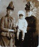 Мария Николаевна Грекоа-Алфераки (бабушка Анны Марли), её мать Столыпина Наталья Валериановна (прабабушка Анны) и мама Анны в детстве - Мария Михайловна Алфераки