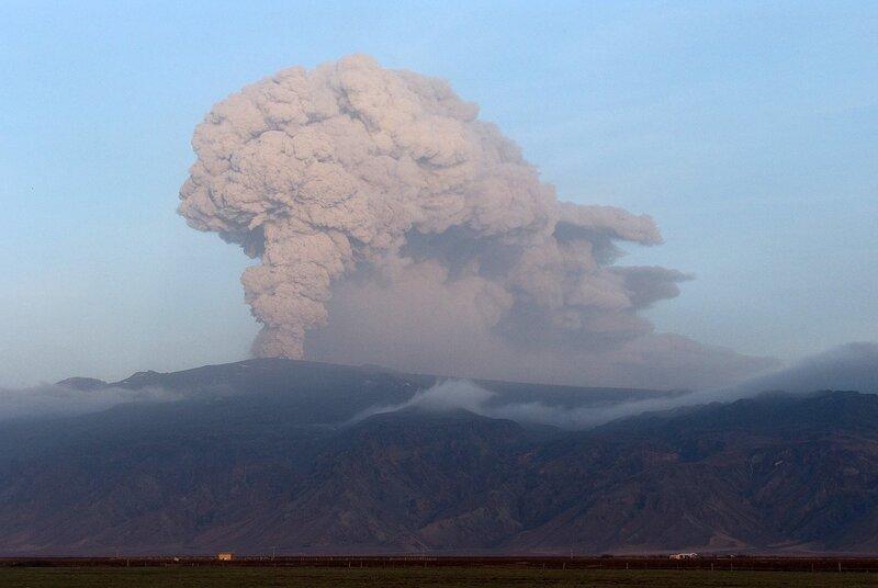 Вулкан однако пыхнул