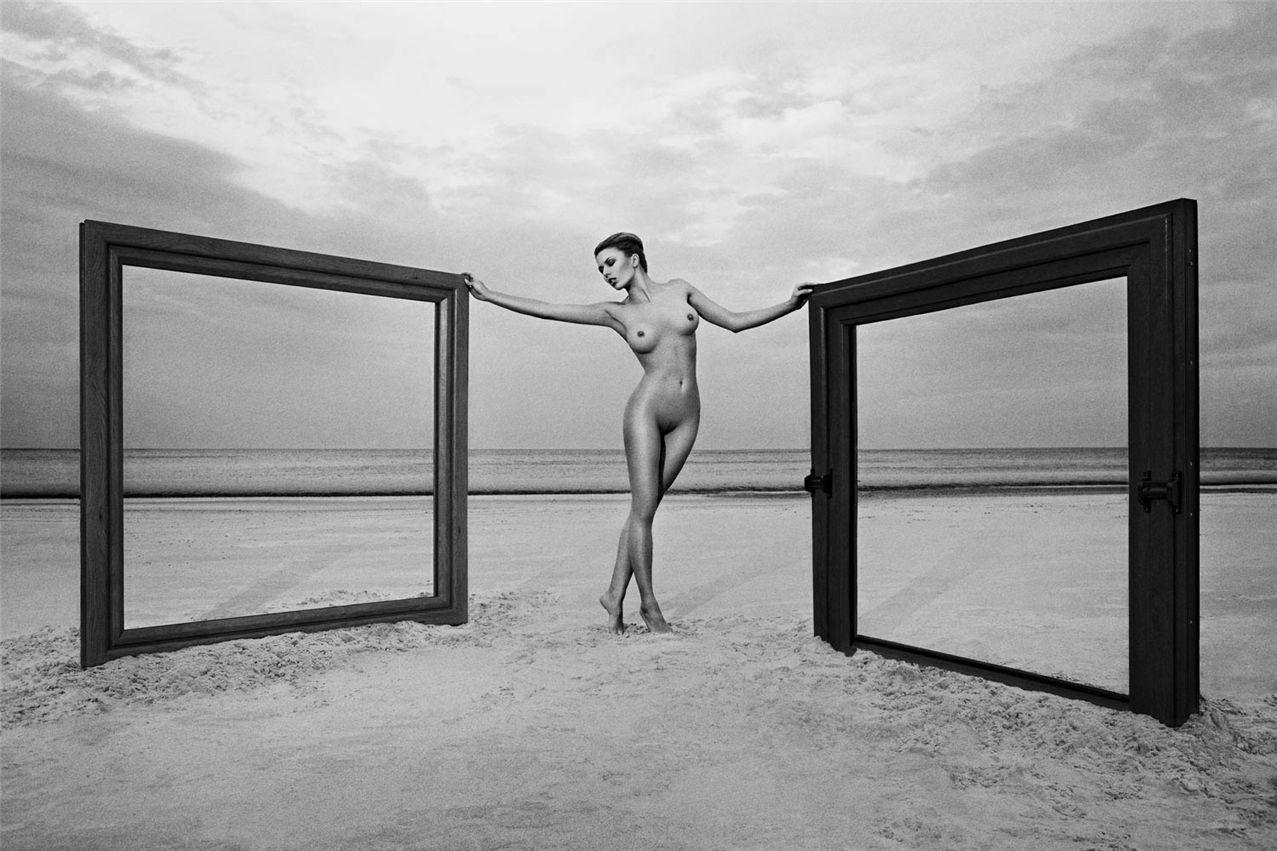 эротическая реклама Amberline Windows naked advert