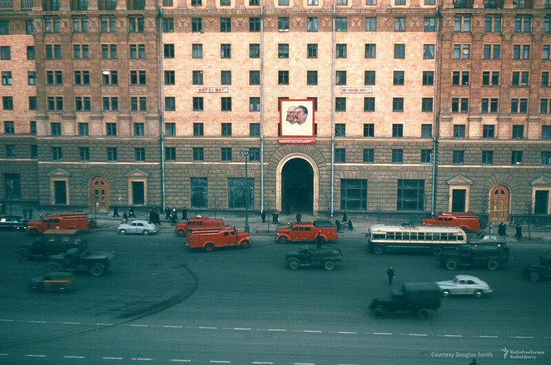 Новинский бульвар, 18, напротив посольства США. Москва, Martin Manhoff2.jpg