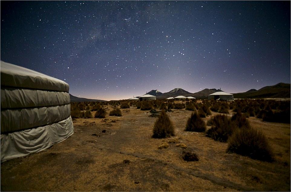Компания возводит эксклюзивные шатры в любой точке мира