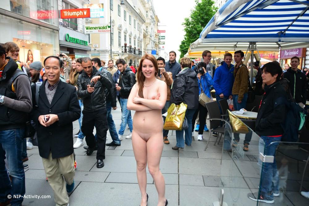 Голая Lala на Венской улице