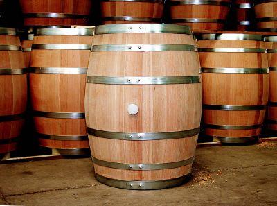 Гражданин  Пятигорска лишил пенсионера 50 литров вина наНовый год