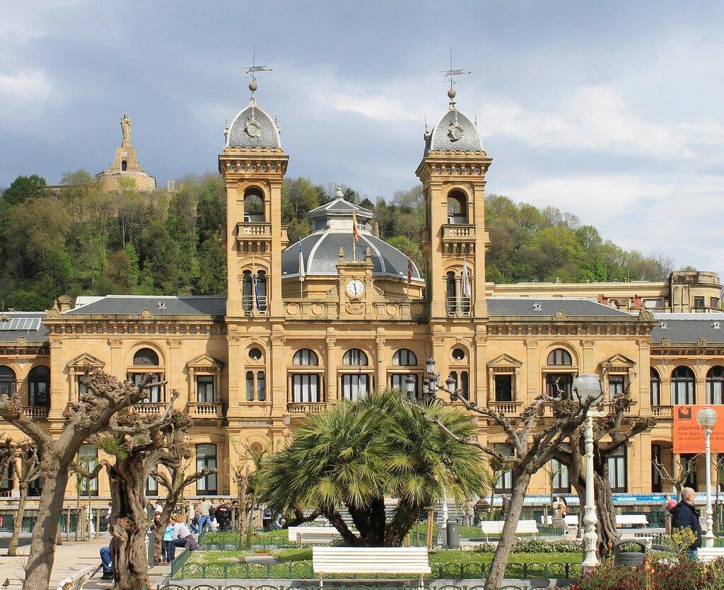 Доностия-Сан-Себаcтьян. Ратуша, бывшее Гран Казино (Gran Casino de San Sebastián)