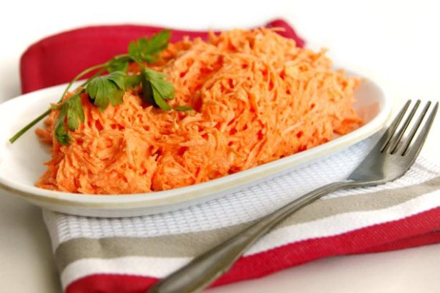 Салат из моркови с чесноком и орехами