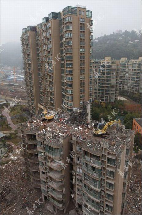 Разрушение дома в Китае