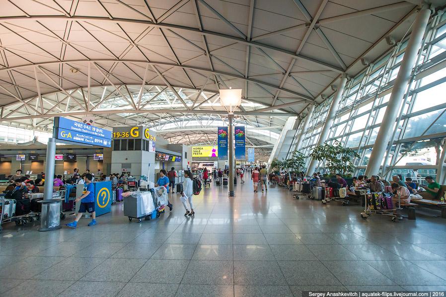 8. Зона регистрации поделена на сектора, как и в большинстве крупных аэропортов. Около каждой з