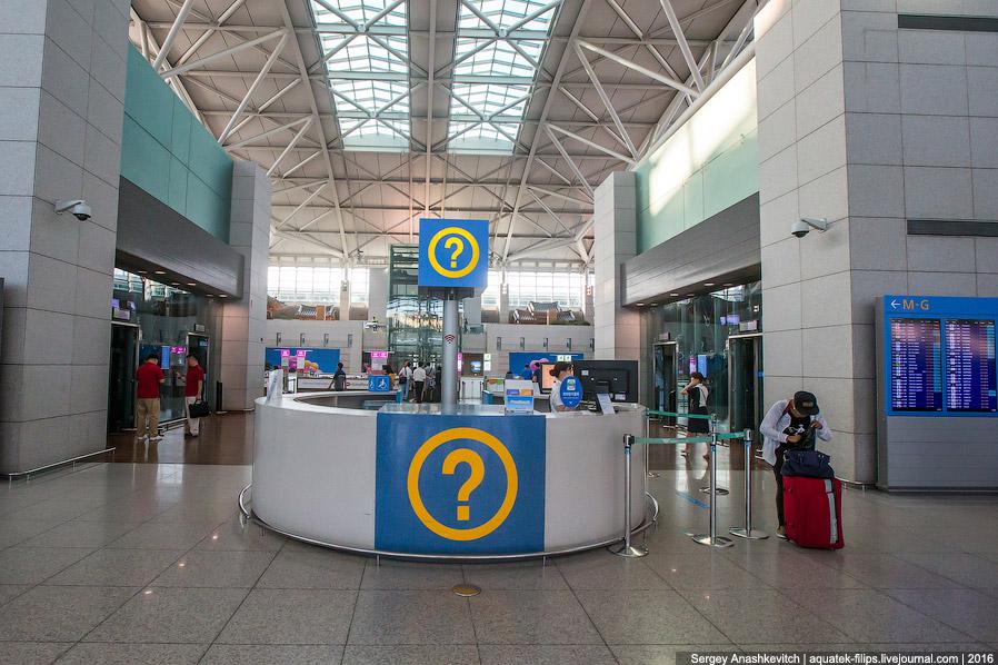9. Также в каждой зоне стоят киоски самостоятельной регистрации и весы для взвешивания багажа.