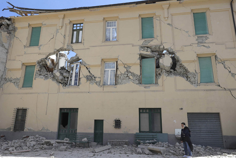 7. Землетрясение начинается с толчка, далее идет разрыв и перемещение горных пород в глубине Зе