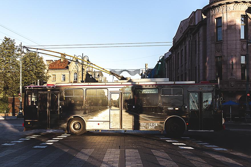 Уличный художник заставил троллейбус в Вильнюсе «исчезнуть»