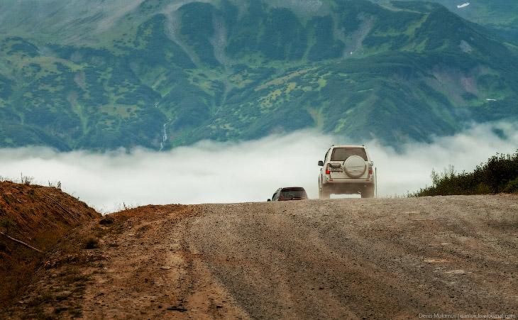2. Вид с Вилючинского перевала. Внизу видны дорога и ЛЭП от Мутновской ГеоТЭС.