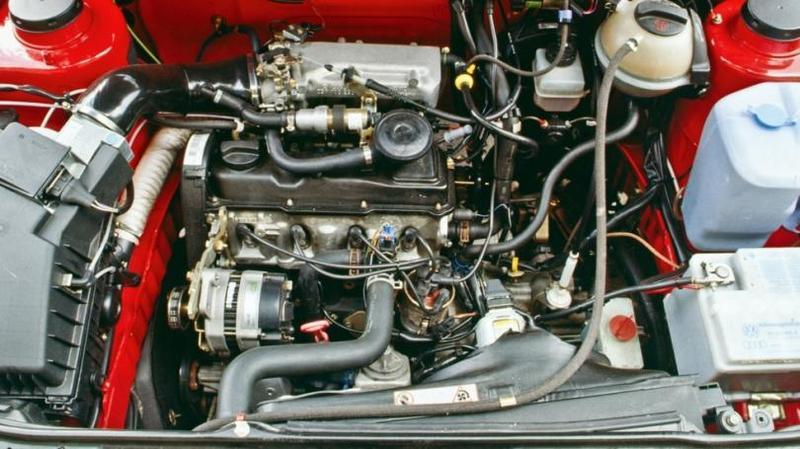 Под капотом Volkswagen Golf Country '1990–1991 Из-за своей высоты кажется, что Country б