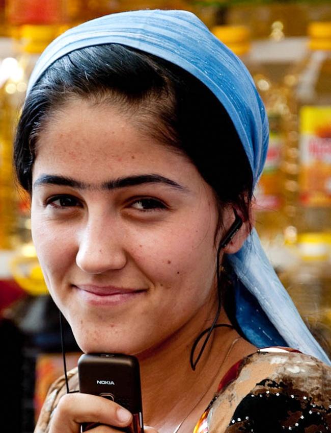 © Math920  Внекоторых районах Таджикистана одним изстандартов женской красоты являются брови