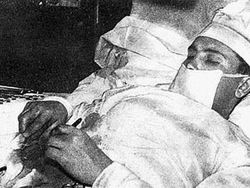 К полуночи операция, длившаяся 1 час 45 минут, была завершена. Через пять дней температура норма
