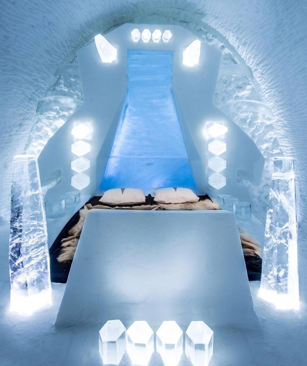 3. Ледяной бар. (Фото Icehotel.com):